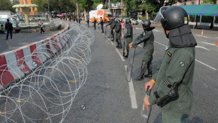 Temporary razor wire barrier