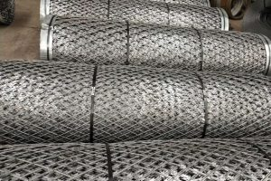 Packaging of welded razor mesh fence