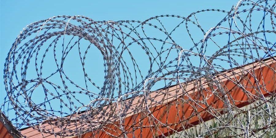 Chaotic razor wire